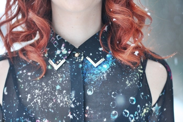 Outfit Galaxy Print Cut-Out Blouse (18)