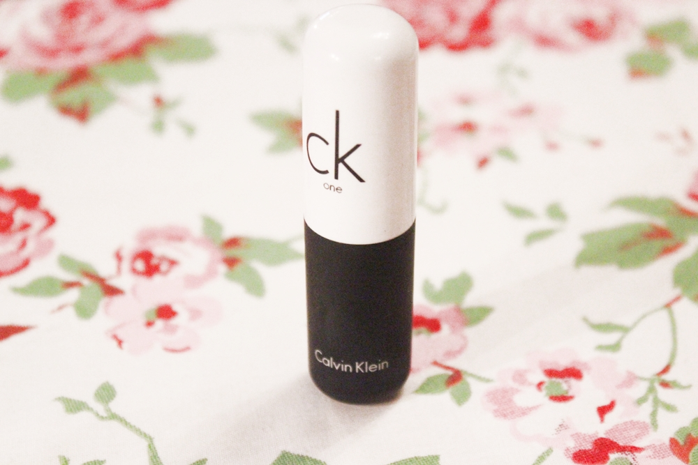 Review CK One Velvet Lipstick (01)