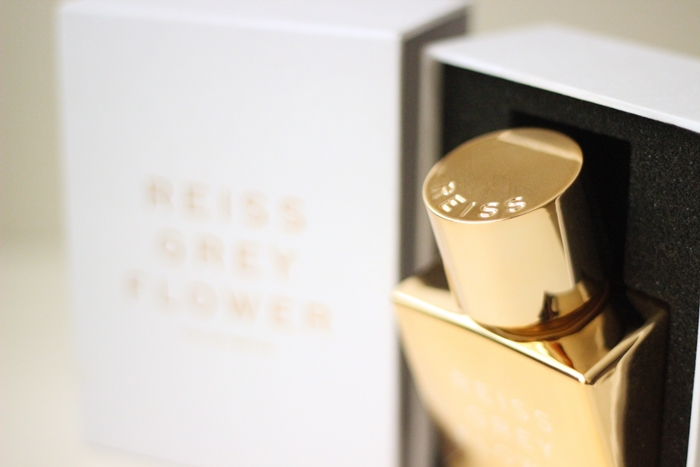 Review Reiss Grey Flower Perfume (2)